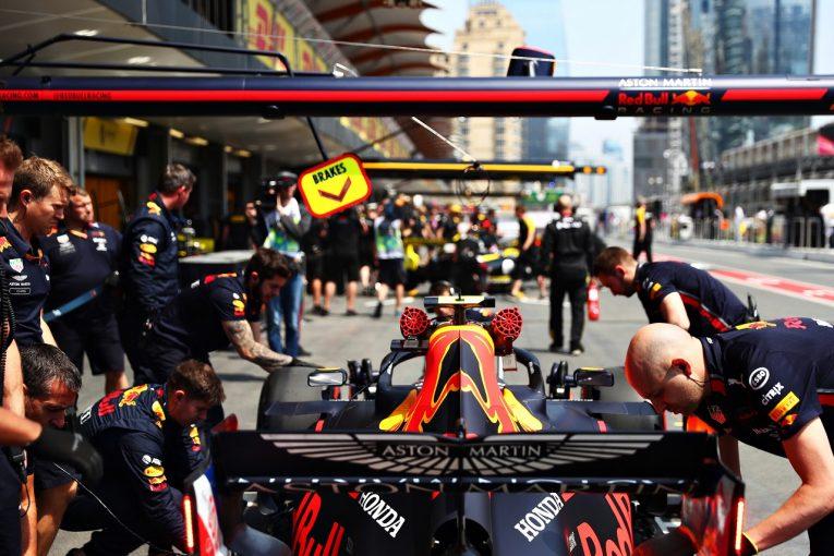 F1 | レッドブルF1代表、ガスリーにピットレーンスタートを強いたレギュレーションを批判「犯した違反とペナルティの大きさが釣り合わない」