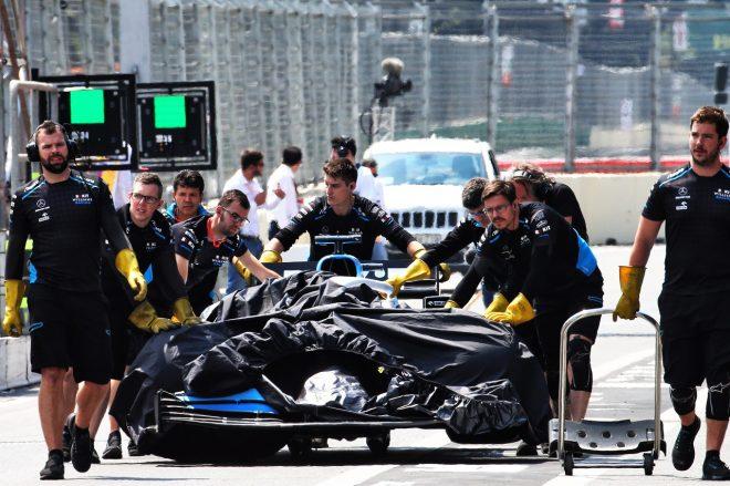 2019年F1第4戦アゼルバイジャンGP金曜 コース上のマンホール蓋が外れ、ジョージ・ラッセルのウイリアムズFW42が破損