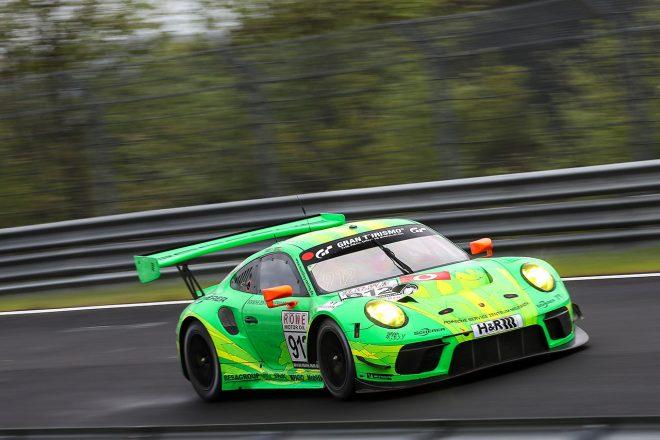 優勝したマンタイ・レーシングの912号車ポルシェ