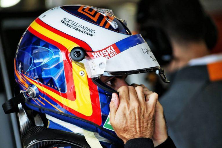 F1   中団トップのマクラーレンにさらなる改善を望むサインツ。「メルセデスは僕たちよりも1秒速い」
