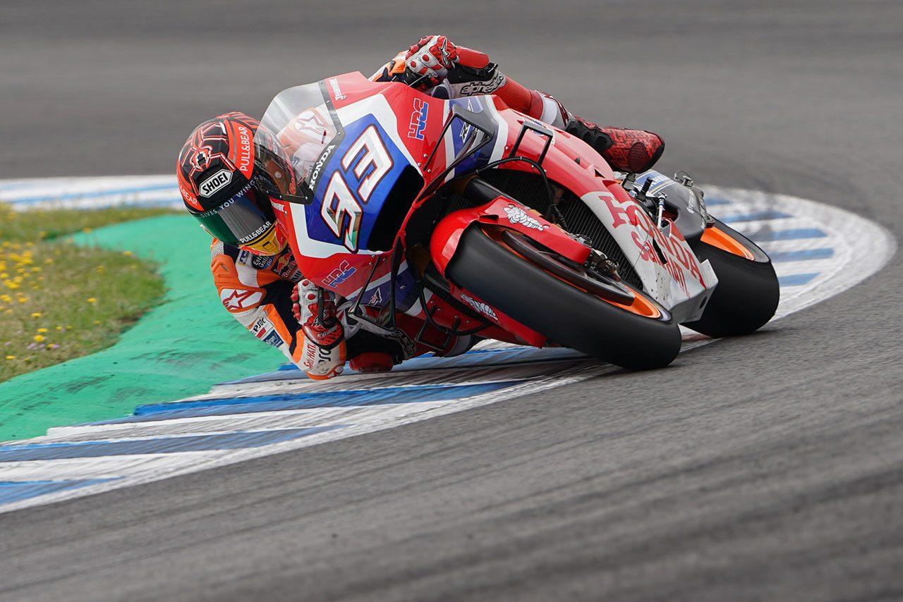 MotoGPヘレステストでマルケスがカーボン製シャシーのホンダRC213Vをライド。最速タイムはクアルタラロ