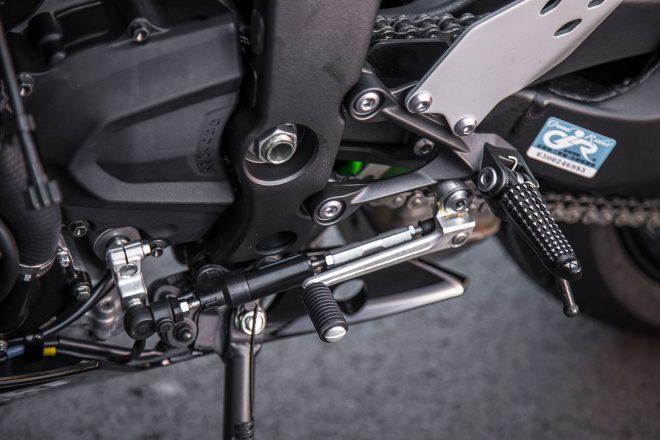 2019年型からクラッチを握らずにシフトアップ・ダウンができるカワサキクイックシフター(KQS)が装備された。