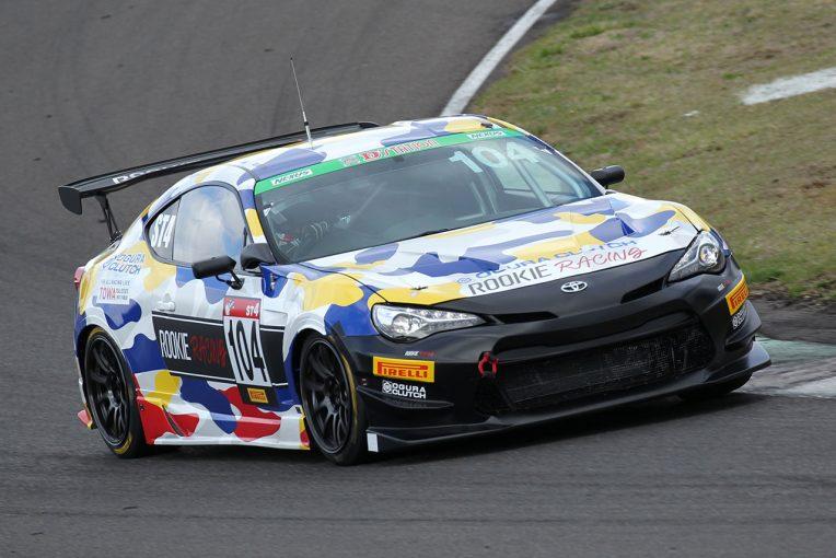 国内レース他 | 豊田親子の今季初レースに、順位ディスプレイによるカメラマンへの新たな注文/スーパー耐久第2戦SUGOトピックス