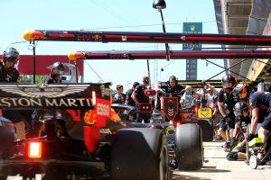 F1   レッドブル・ホンダF1密着:オイル漏れトラブルでセットアップに遅れも、アップデートでトップ争いに1歩前進