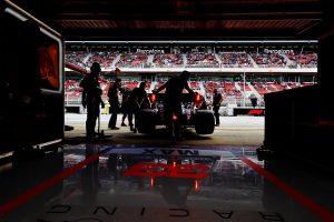 F1   レッドブル・ホンダF1密着:予選でフェラーリの間に割って入ることに成功。決勝は3位表彰台争いが最大の焦点に