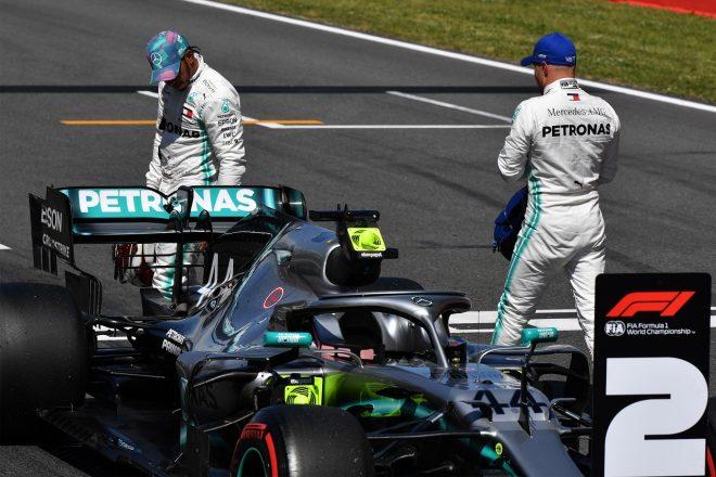 2019年F1第5戦スペインGP ポールポジションを獲得したバルテリ・ボッタスと2番手に終わったルイス・ハミルトン(メルセデス)