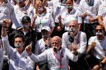 2019年F1第5戦スペインGP メルセデスチームが、ダイムラーAGのCEOを退任するディーター・ツェッチェ氏の最後のグランプリを祝う。