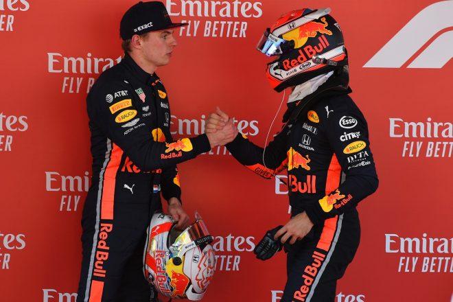 2019年F1第5戦スペインGP 3位獲得のマックス・フェルスタッペンを祝福するピエール・ガスリー(レッドブル・ホンダ)