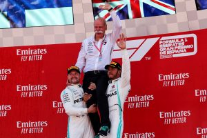 F1   ハミルトン、幼いファンに支えられて今季3勝目「予選は悪夢のようだったが、歴史的な一日になった」:メルセデス F1スペインGP日曜
