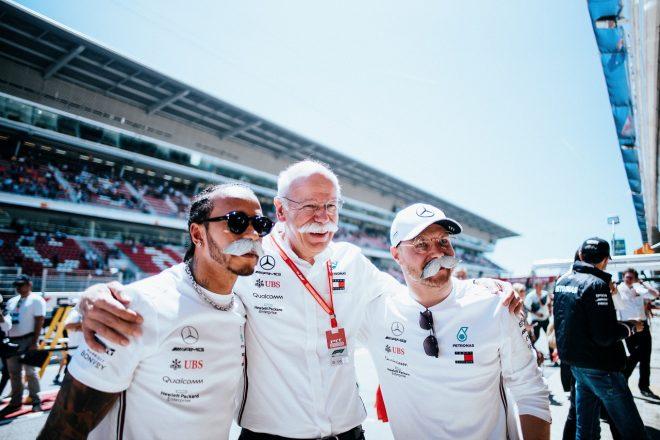 2019年F1第5戦スペインGP ルイス・ハミルトンとバルテリ・ボッタスが1−2。今季退任するダイムラーのディーター・ツェッチェCEOとメルセデスの勝利を祝う