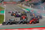 F1 | オープニングラップの3者並走の名勝負、バルセロナテスト時の勢いを失ったフェラーリ【今宮純のF1スペインGP分析】