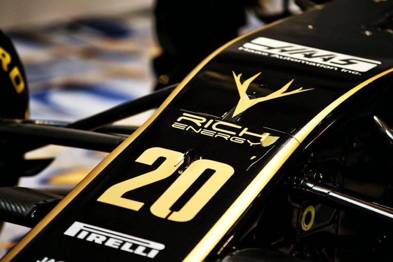 F1 | ハースF1タイトルスポンサーのリッチ・エナジー、他社ロゴの著作権侵害により差し止め命令。マシンからロゴ削除か