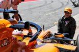 2019年F1バルセロナ・インシーズンテスト2日目 ジャッキマンを務めるランド・ノリス(マクラーレン)