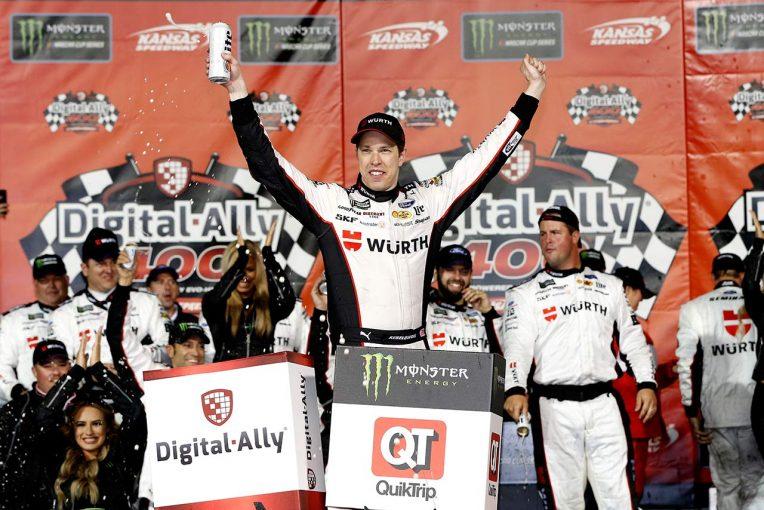 海外レース他 | NASCAR第12戦:フォードのケゼロウスキーが終盤に逆転し、シーズン3勝目