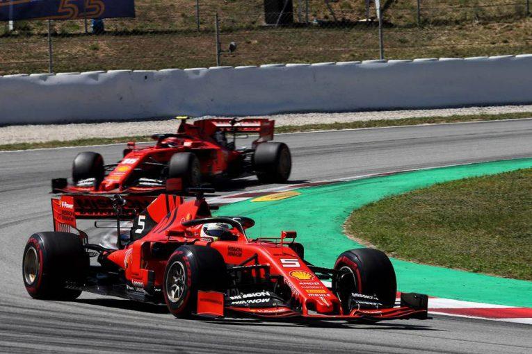 F1   元F1ドライバー、メルセデスとフェラーリのチーム内バトル激化を予想「心理戦はメディアから影響を受ける」