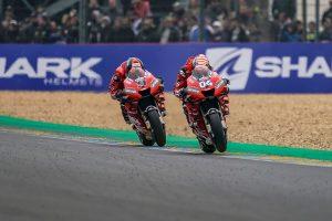 MotoGP | ドゥカティ、MotoGPフランスGPで表彰台の2角を占めるも「マルケスと争うには改善が必要」とドヴィツィオーゾ