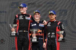 海外レース他 | 第2戦ポーのレース1で3位を獲得した佐藤万璃音(モトパーク)