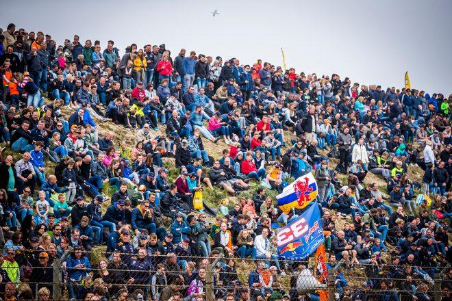 【ギャラリー】フェルスタッペン、母国のファンの前でドーナツターンを披露。レッドブル・ホンダがオランダでデモラン