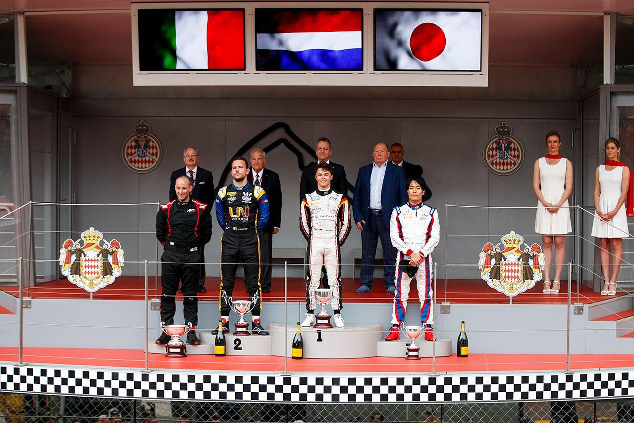 FIA-F2第4戦モナコ レース1 ニック・デ・フリース(ART)、ルカ・ギオット(ユニヴィルトゥオーシ)、松下信治(カーリン)
