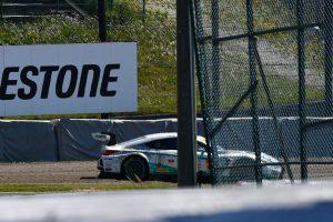 スーパーGT | 最終コーナーでグラベルストップしたSYNTIUM LMcorsa RC F GT3