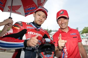 MotoGP | 2戦連続でダブルウインを達成した高橋巧とチームを率いる宇川徹監督