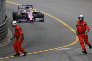 F1 | 「マーシャルを轢くところだった!」ペレス、モナコのマーシャルと間一髪。ピットレーン出口でのニアミスを振り返る