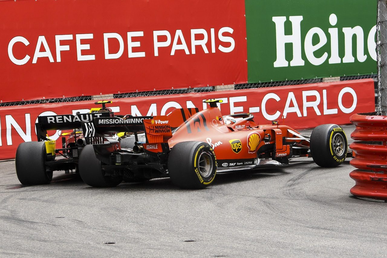 2019年F1第6戦モナコGP シャルル・ルクレール(フェラーリ)がニコ・ヒュルケンベルグ(ルノー)に接触