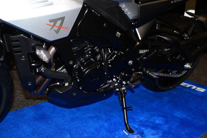 スズキ新型カタナのエンジン(左サイド)