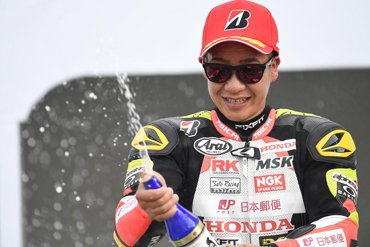 0.002秒差で勝利した小山知良(日本郵便 HondaDream TP)