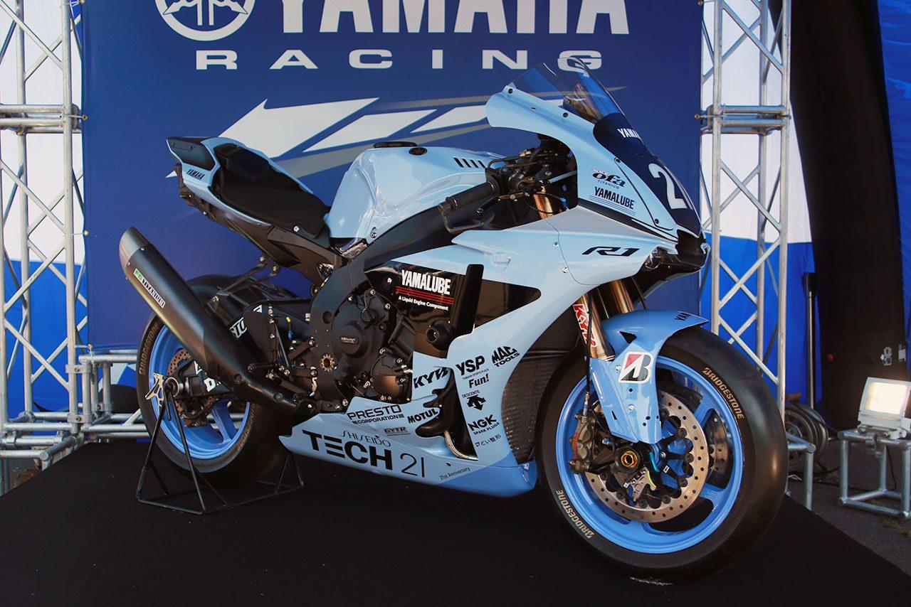 ヤマハTECH21(テック21)チームの復刻カラーをまとったヤマハYZF-R1
