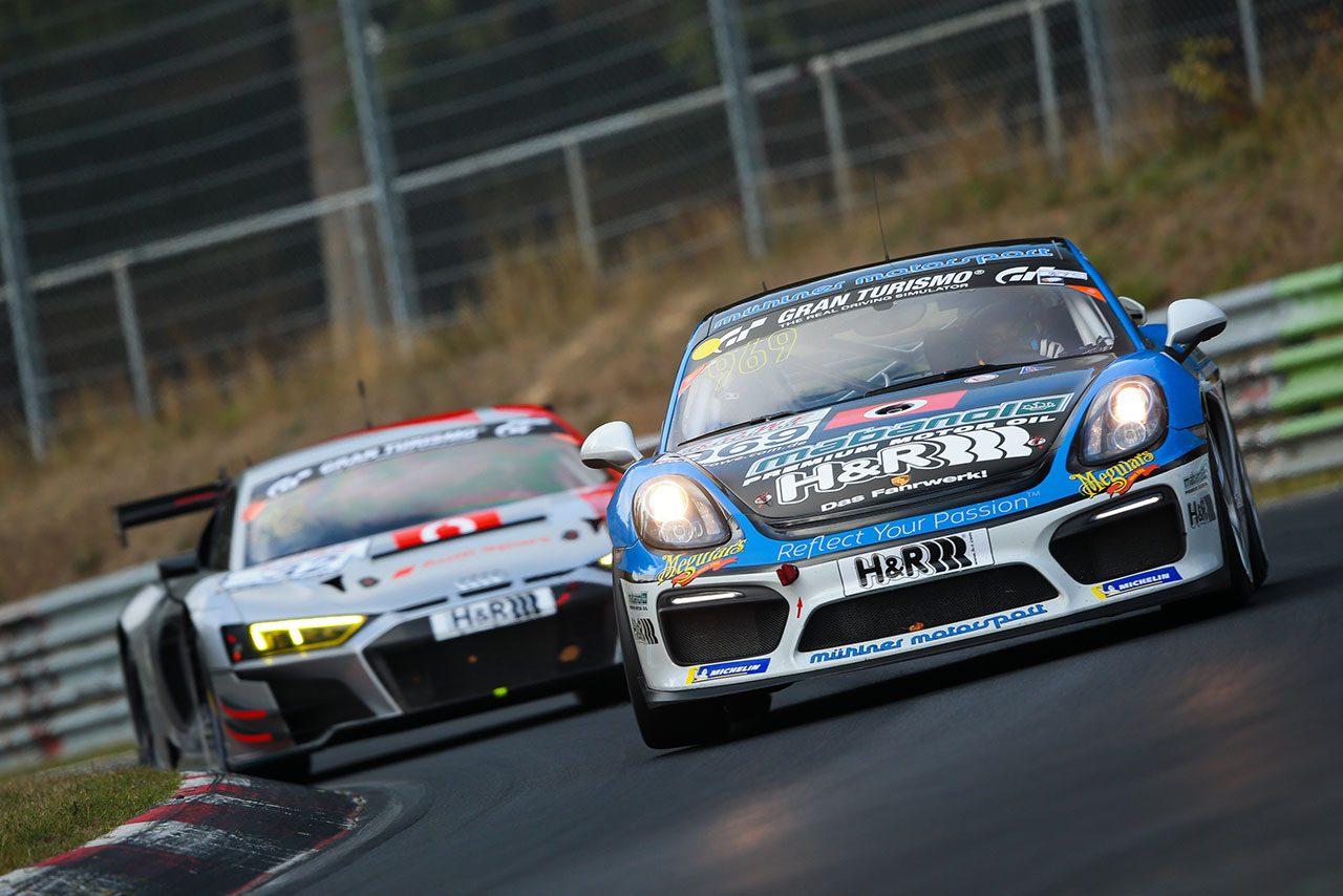 VLNニュルブルクリンク耐久レースを戦うポルシェ・ケイマンGT4クラブスポーツ