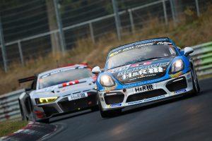 PR | VLNニュルブルクリンク耐久レースを戦うポルシェ・ケイマンGT4クラブスポーツ