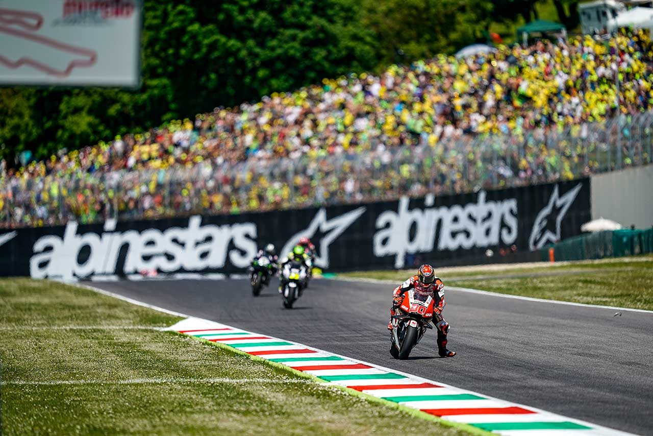 超激戦のMotoGPイタリアGP、ペトルッチがマルケスを0.043秒差で抑え初優勝。中上は自己ベストの5位獲得