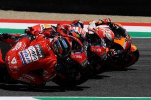 MotoGP | 超激戦のMotoGPイタリアGP、ペトルッチがマルケスを0.043秒差で抑え初優勝。中上は自己ベストの5位獲得