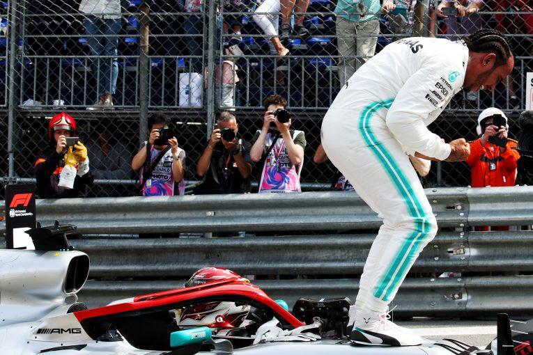 F1   ハミルトン、トークショー番組で「F1では精神的に苦しめられ、どん底も経験した」と明かす