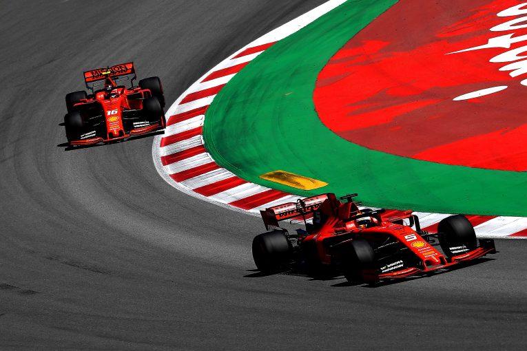 F1 | ベッテル、ルクレールとの競り合いを肯定的に捉える。「フェラーリF1にとって良いこと」