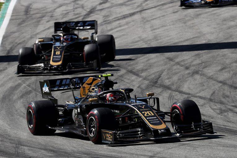 F1   ハースF1、トップ3チームに次ぐ4番手に自信「大混戦の中団チームのなかで、最速のマシンがある」