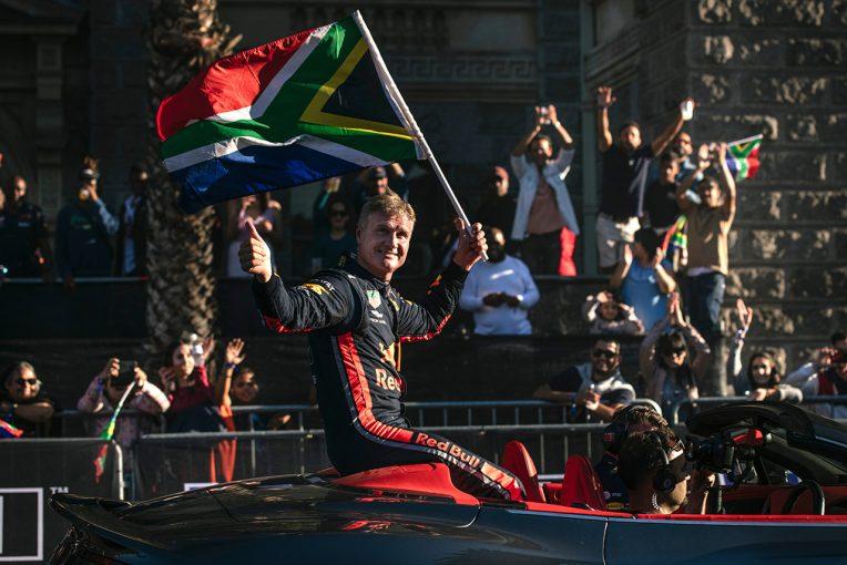 F1 | デイビッド・クルサード、ケープタウンでF1マシンをデモラン。エンジン音による国歌演奏も披露