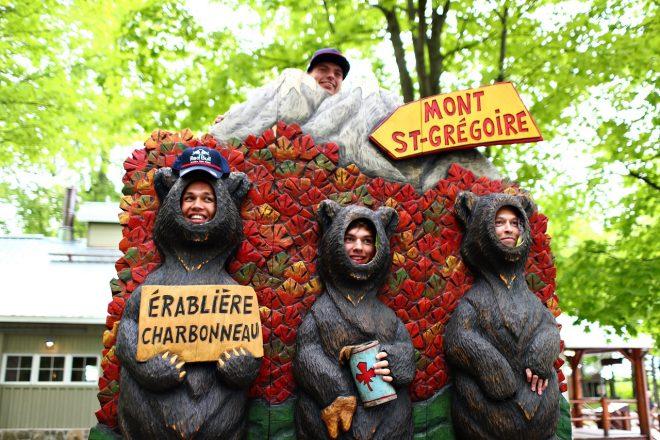 F1カナダGPを前に、木こり体験をしたフェルスタッペン、ガスリー、クビアト、アルボン