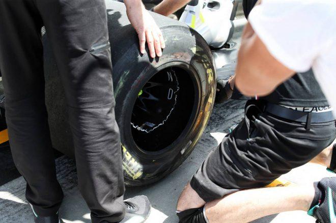 2019年F1第7戦カナダGP FP2:ホイールリムにダメージを負ったルイス・ハミルトンのマシン