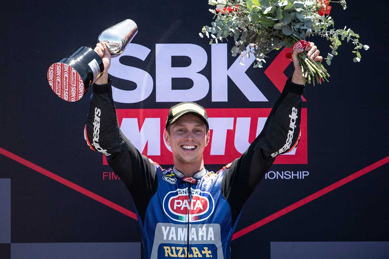 ヤマハのファン・デル・マークがSBK第6戦ヘレス レース2で今季初優勝。バウティスタはトップ走行中に転倒
