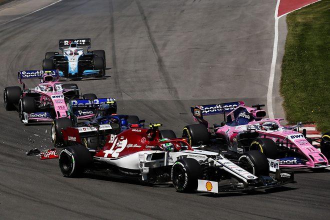 2019年F1第7戦カナダGP セルジオ・ペレスとアントニオ・ジョビナッツィに挟まれフロントウイングを失ったアレクサンダー・アルボン