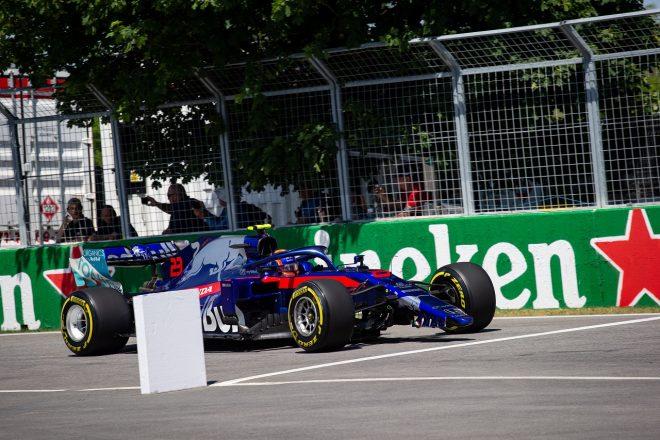 2019年F1第7戦カナダGP アレクサンダー・アルボン(トロロッソ・ホンダ)、フロントウイングにダメージを負い、ピットイン