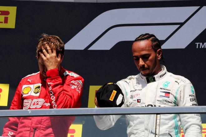 2019年F1第7戦カナダGP 表彰台のセバスチャン・ベッテル(フェラーリ)とルイス・ハミルトン(メルセデス)
