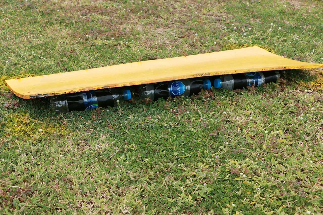【ブログ】何これジャンプ台⁉ペットボトルでできた謎の物体が/タイのサーキットを1周歩いてみた