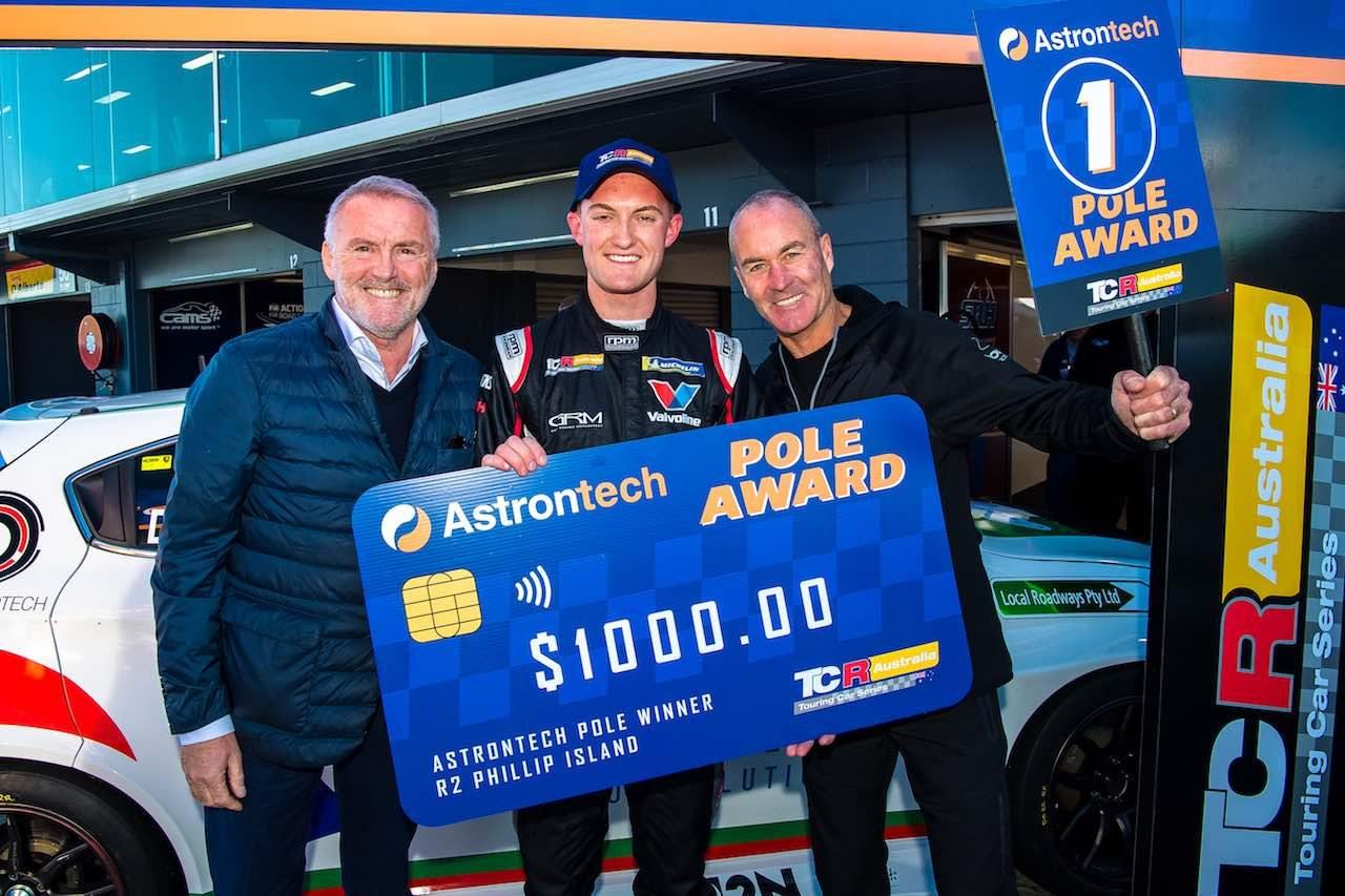 TCRオーストラリア第2戦:アルファ初勝利もTボーンの波乱。バサースト勝者も夫婦で接触