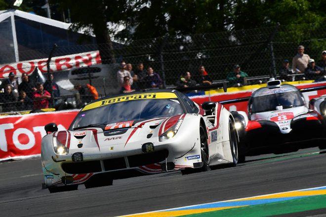 MRレーシングの70号車フェラーリ