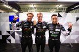 LM-GTE Amクラスのポールポジションを獲得したデンプシー・プロトン・レーシングの88号車ポルシェ組。左からジョルジョ・ローダ、マッテオ・カイローリ、星野敏