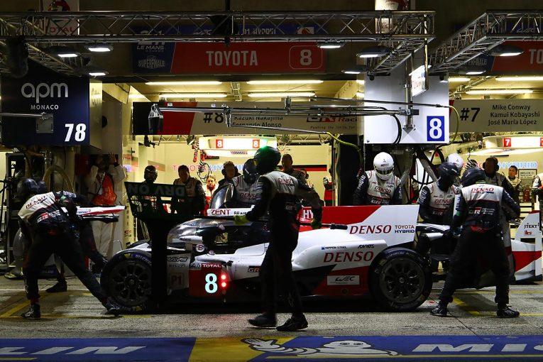 ル・マン/WEC | ル・マン24時間:夜明けを迎えた16時間後。三度順位を入れ替えたトヨタの2台がワン・ツー維持