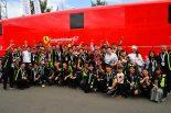カーガイ・レーシングは今回、日本からも大挙応援団が駆けつけ、初挑戦の成功をともに喜んだ。